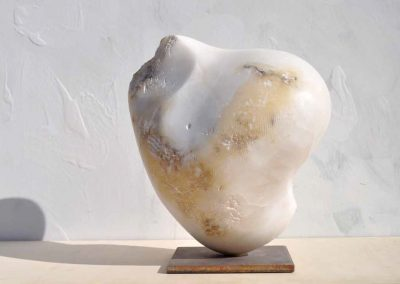 EVA-•-Alabastro-blanco-de-Teruel-•-33x33x18-cm.